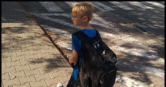 Plecak wielkości dziecka, a w plecaku 11kg książek, waga chłopca - 30kg