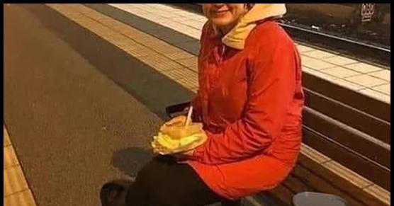 Ta Szwedka wraca do domu i czeka na pociąg. Kupiła sobie kanapkę na wypadek, gdyby...
